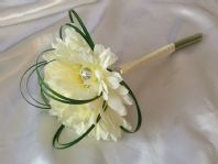 ARTIFICIAL IVORY GERBERA WEDDING FLOWER GIRL BOUQUET WAND FLOWER POSIE BEARGRASS